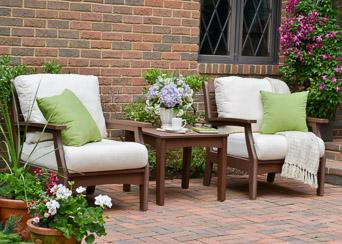 Classic terrace chair set with end table